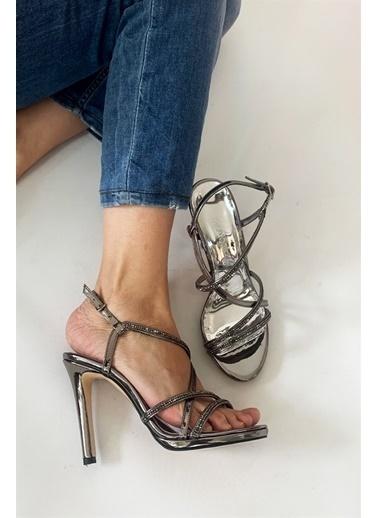 La scada Mr6038 Platın Kadın Abıye Ayakkabı Gri